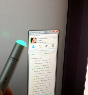 The BusyLight changes color instantly as Lync presence changes