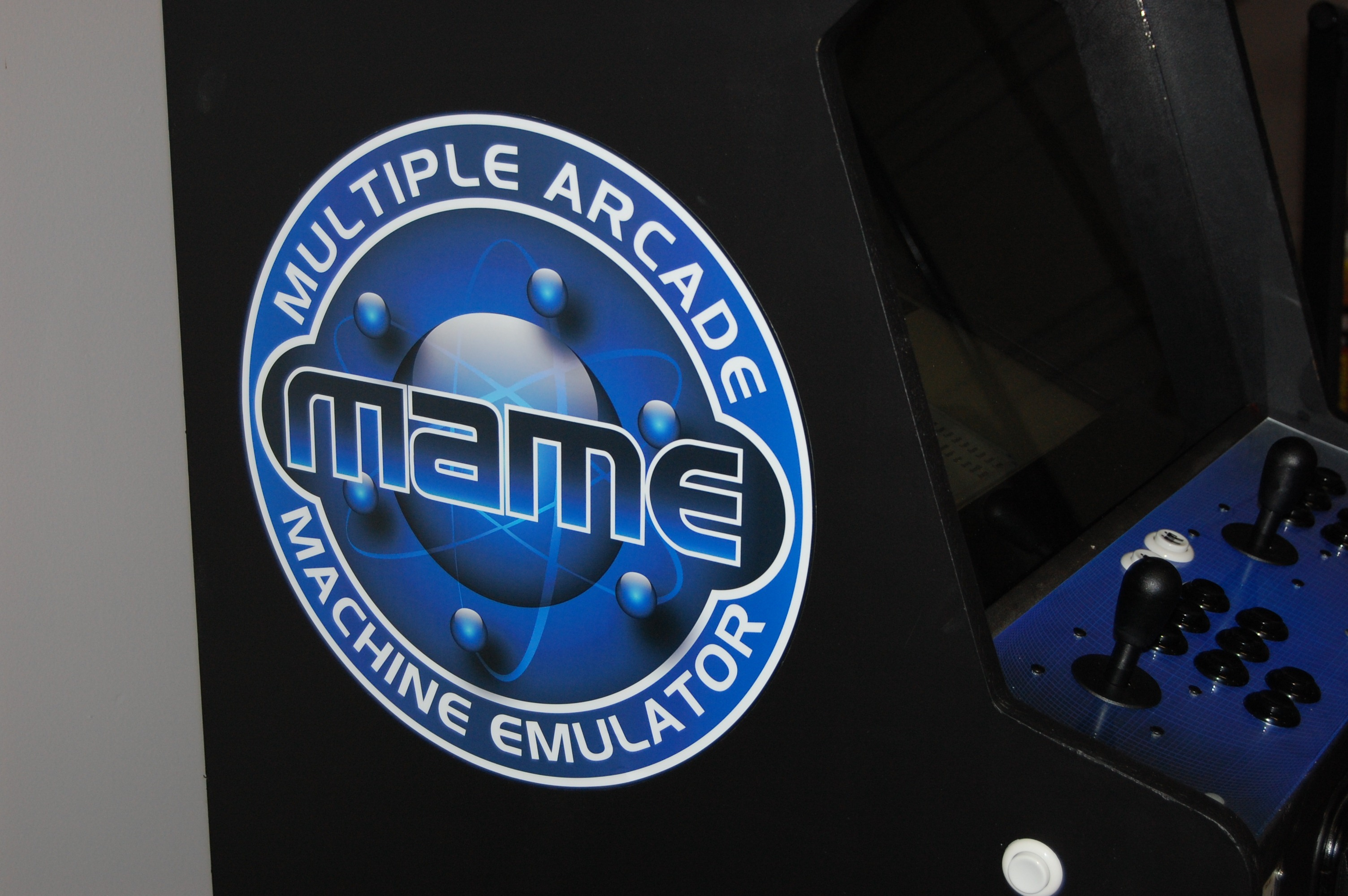 Building your own Arcade Cabinet for Geeks - Part 5 - Paint and Art